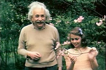 einstein-playing-with-child